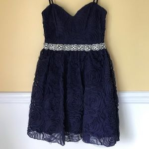 Youth Rose-Ruffled Dress w/!Beaded Belt in Front